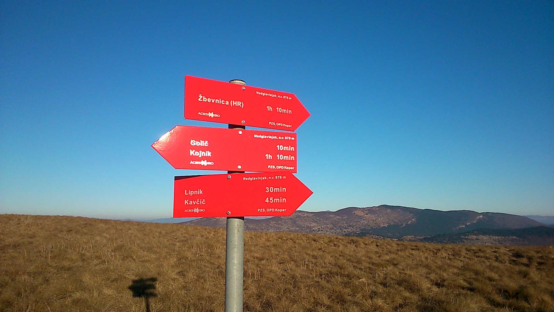 Wanderzeichen an der Grenze zwischen Slowenien und Kroatien